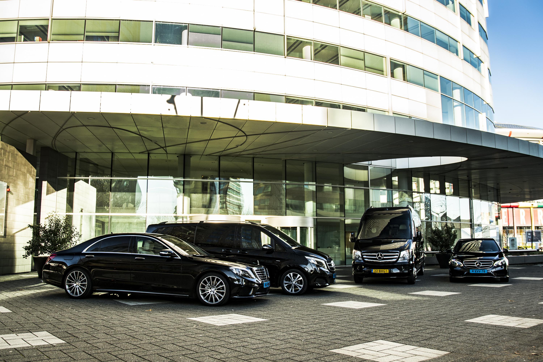 Taxi Amsterdam Schiphol Minibus Touringcar Vip privé chauffeur pendeldient congress evenement groeps vervoer taxibedrijf busbedrijf touringcarbedrijf Tours Tour Netherlands Holland Keukenhof Zaanse Schans Volendam